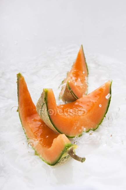 Slices of melon in water — Stock Photo