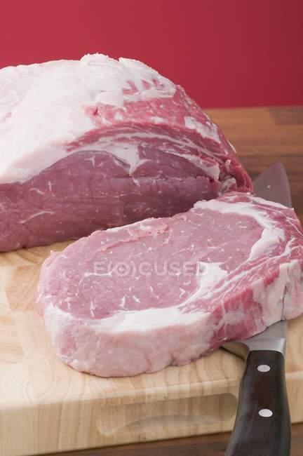Rindfleisch für Steaks an Bord — Stockfoto
