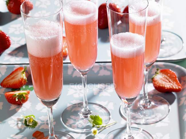 Sparkling wine cocktail — Stock Photo