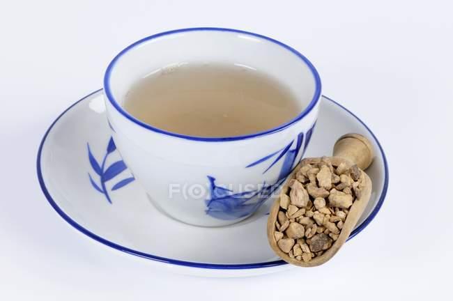 Chinesischer Knöterich Wurzel Tee — Stockfoto