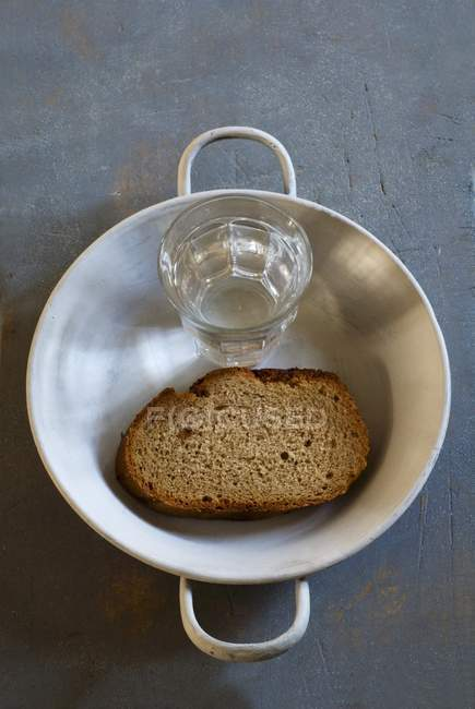 https://st.focusedcollection.com/11312302/i/650/focused_150448254-stock-photo-bread-and-water-in-dish.jpg