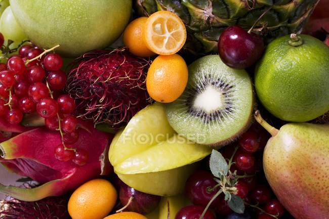 Натюрморт з фруктами — стокове фото