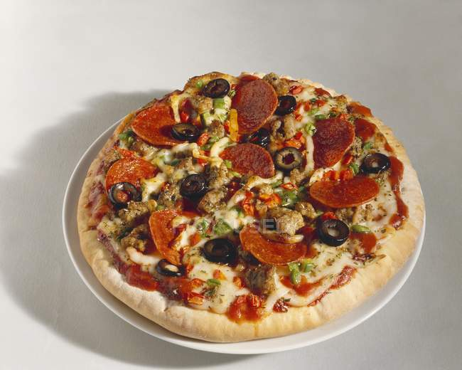 Salami pizza with olives — Stock Photo