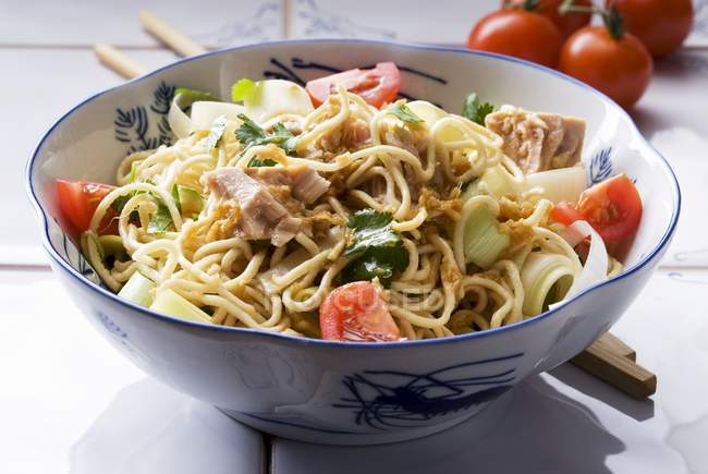 Noodle salad with tuna — Stock Photo