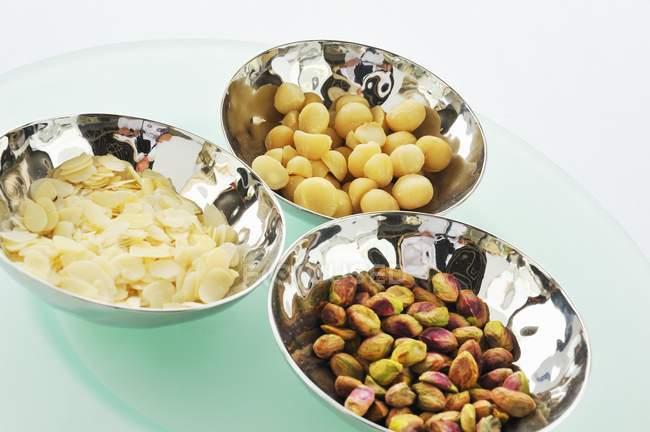 Змішаних горіхів для закуска — стокове фото