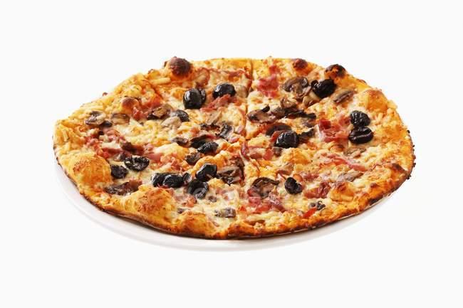 Ham and olive pizza — Stock Photo
