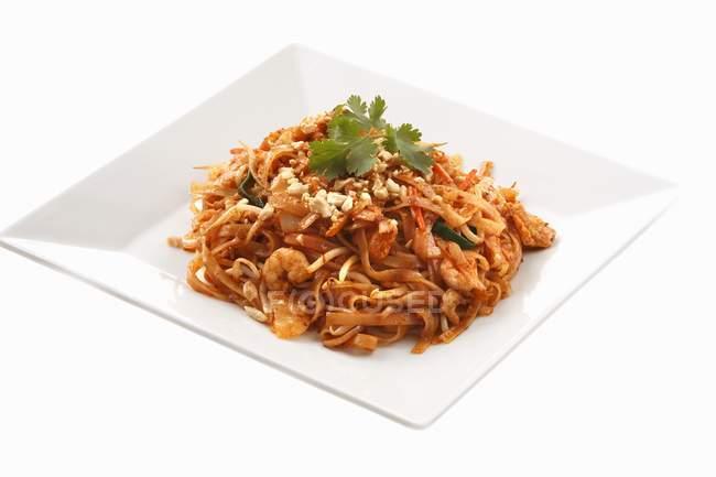 Рисовая лапша блюдо с креветками — стоковое фото