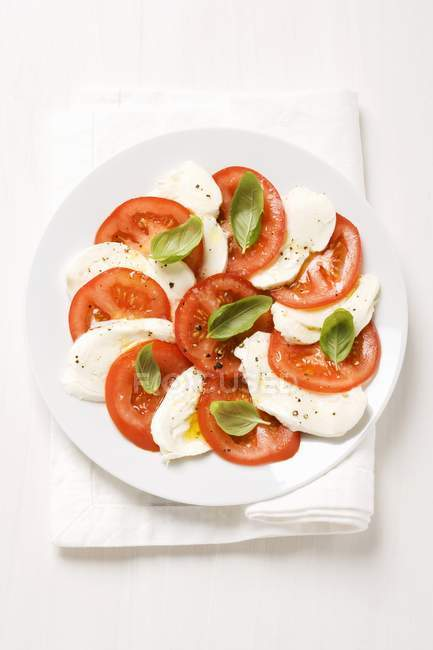 Tomates, mozzarella et basilic — Photo de stock
