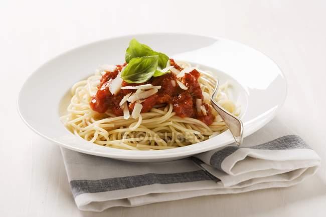 Спагетті з томатним соусом. — стокове фото