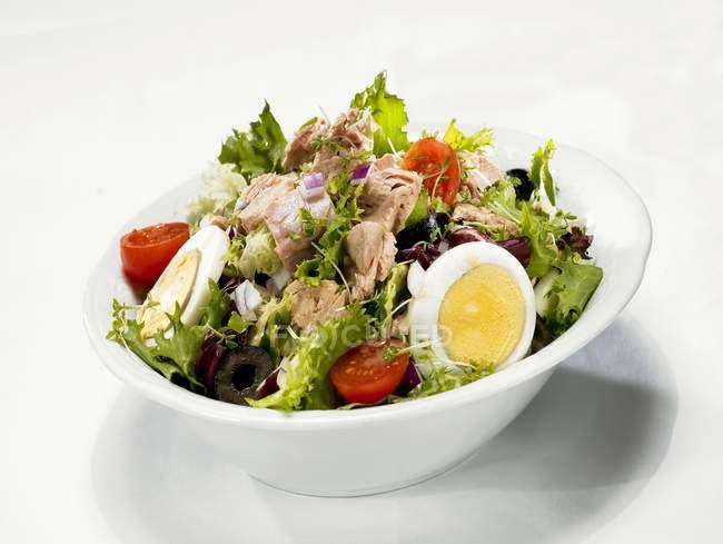 Tuna and egg salad — Stock Photo