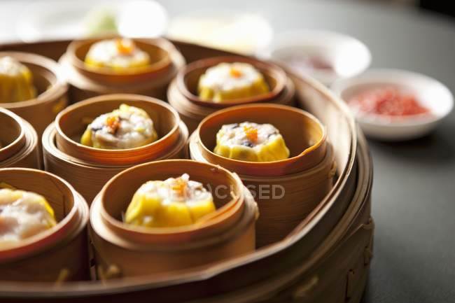 Closeup view of Chinese steamed buns in bamboo steamers — Stock Photo