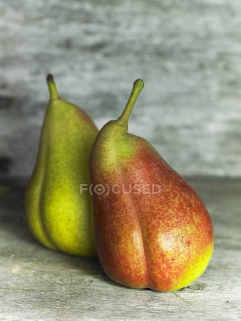 Duas peras maduras — Fotografia de Stock