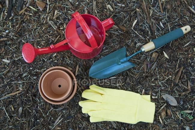 Vari utensili da giardinaggio — Foto stock