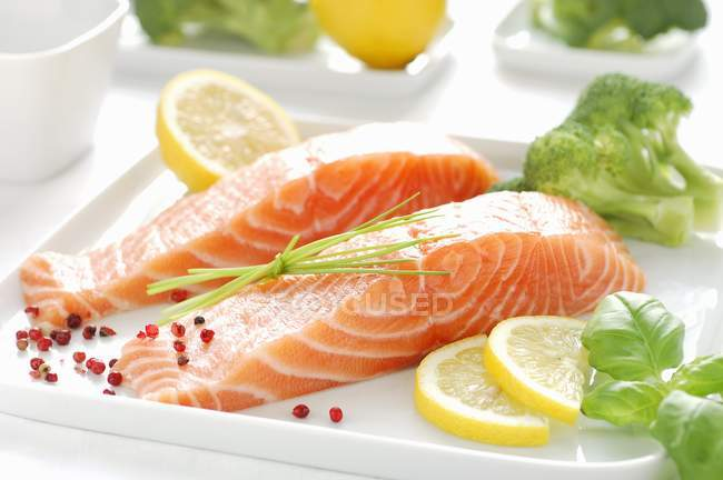 RAW Філе лосося — стокове фото