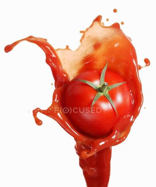 Томатний кетчуп сплеск на — стокове фото