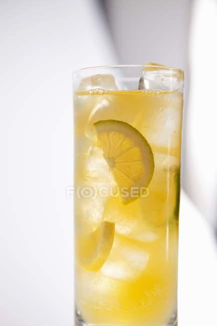 Copa de limonada fresca - foto de stock