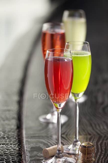 Шампанське в окулярах і на стіл — стокове фото