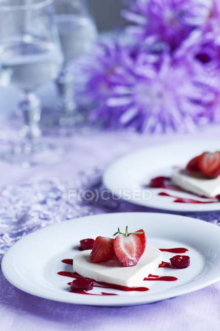 Coconut jelly with strawberries — Stock Photo
