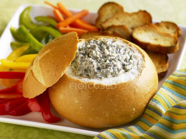Spinaci Dip in pane — Foto stock