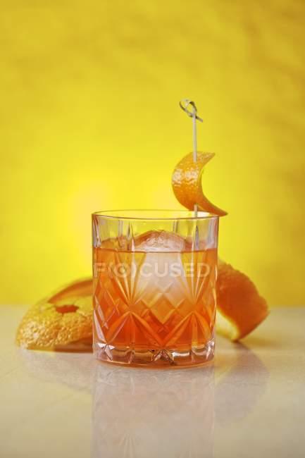 Ungewöhnliche Negroni cocktail — Stockfoto