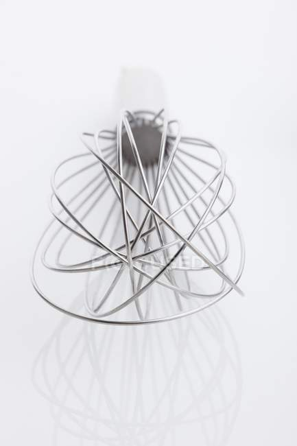 Mixer Quirl auf weißem Hintergrund — Stockfoto