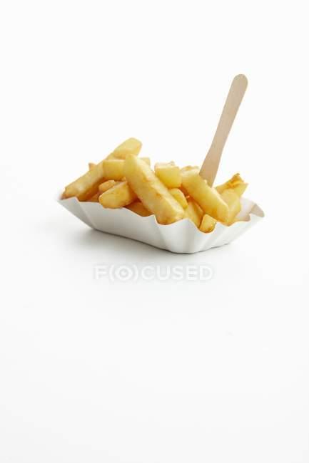 Batata frita no prato de papel para viagem — Fotografia de Stock