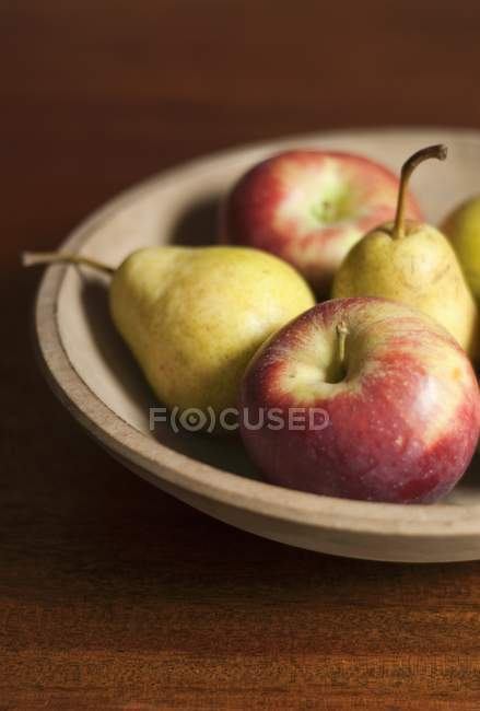 Fresh ripe Apples and Pears — Stock Photo