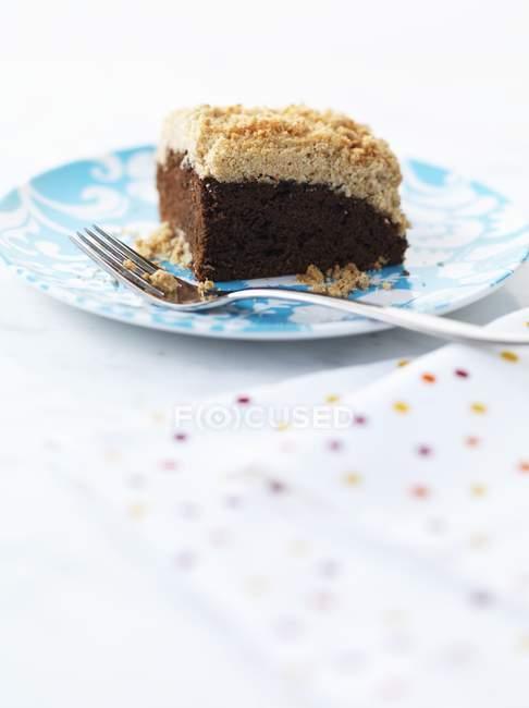 Торт шоколадный крошится — стоковое фото