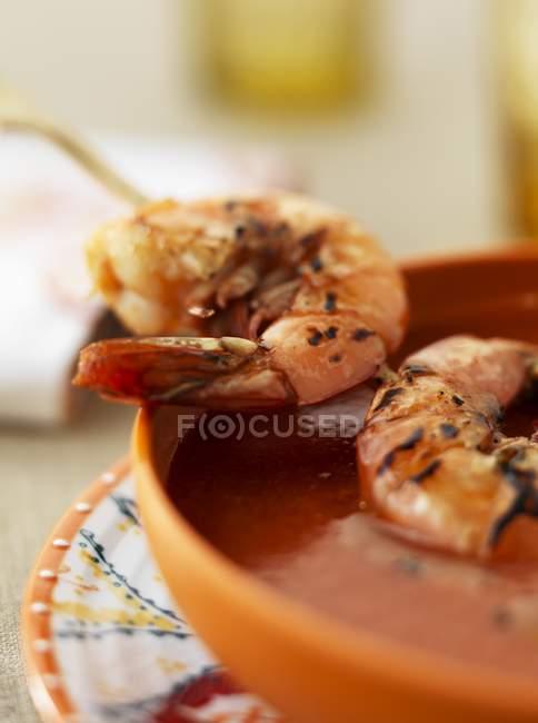 Gaspacho, servindo com camarões — Fotografia de Stock