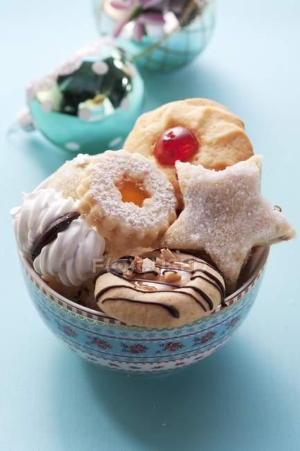 Различные рождественские печенья — стоковое фото