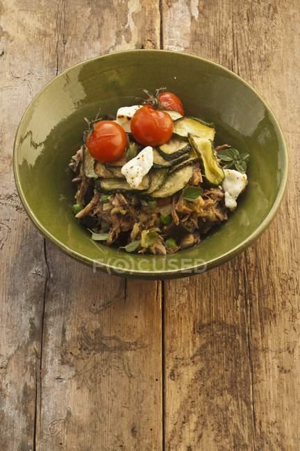 Agnello con zucchine e formaggio — Foto stock