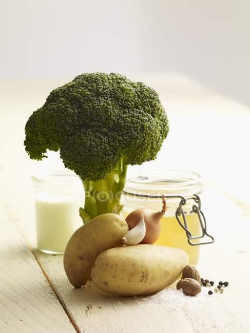 Ingredientes para la sopa de brócoli - foto de stock