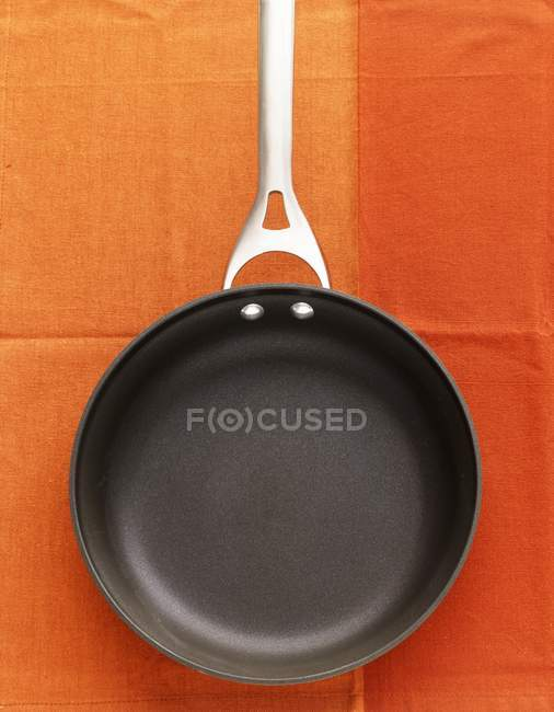 Empty frying pan — Stock Photo