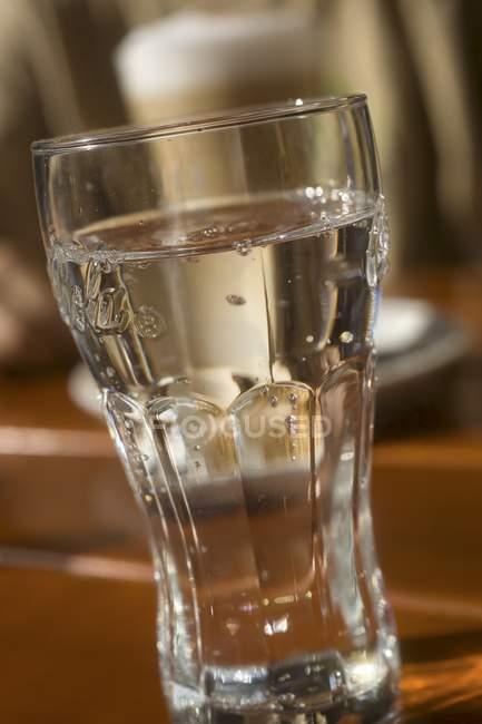 Glas Mineralwasser — Stockfoto