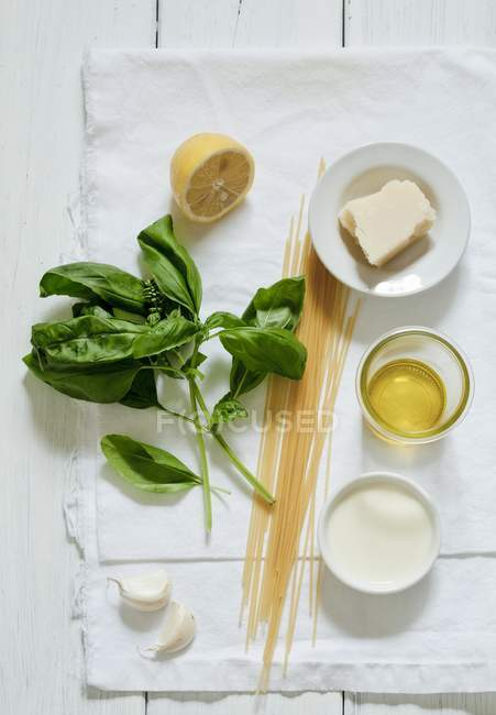 Ingredients for spaghetti with cheese — Stock Photo