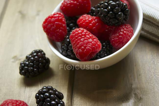 Fresh Blackberries and Raspberries — Stock Photo