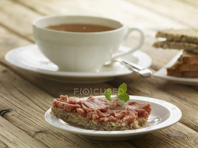 Pão na mesa de madeira — Fotografia de Stock