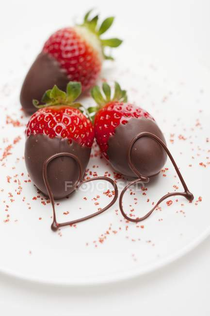 Strawberries dipped in chocolate — Stock Photo