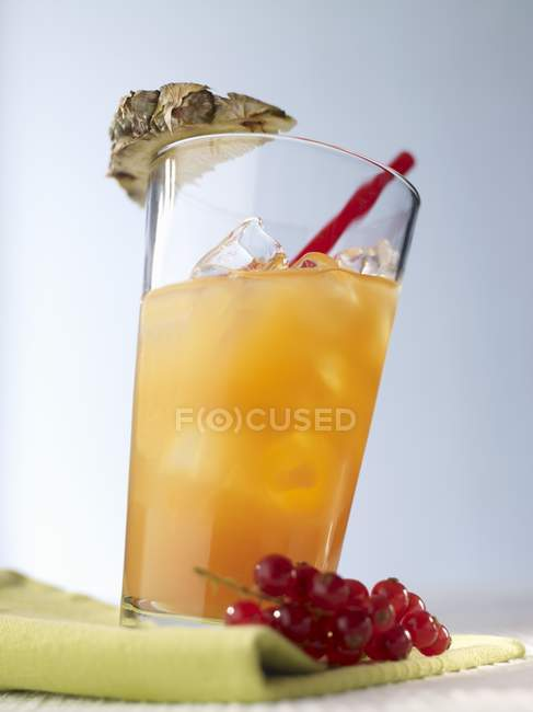 Cocktail with vodka and fruit juice — Stock Photo