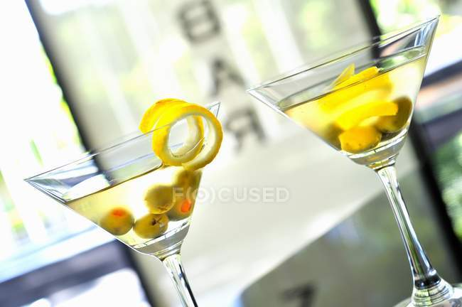 Dirty Martini with olives and lemon zest — Stock Photo