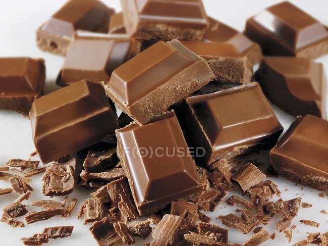 Flocons et morceaux de chocolat — Photo de stock