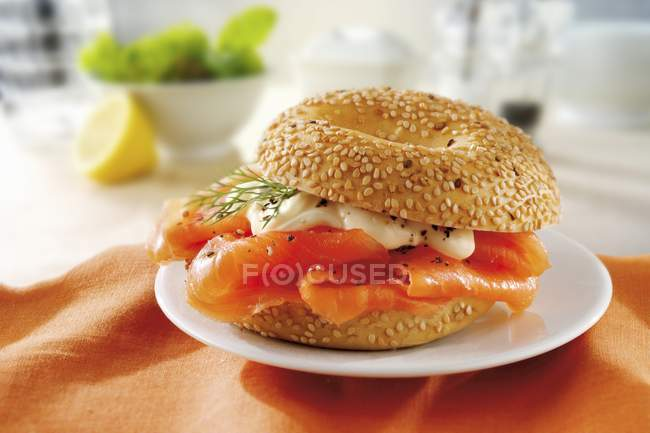 Sesame bagel with smoked salmon — Stock Photo
