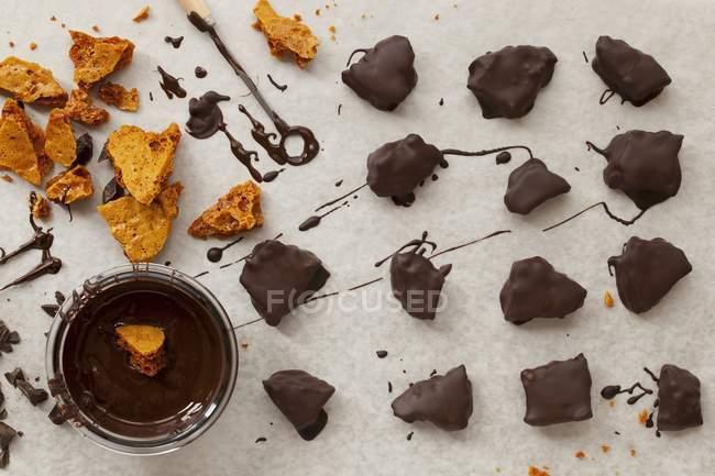Стільникові в темному шоколаді — стокове фото