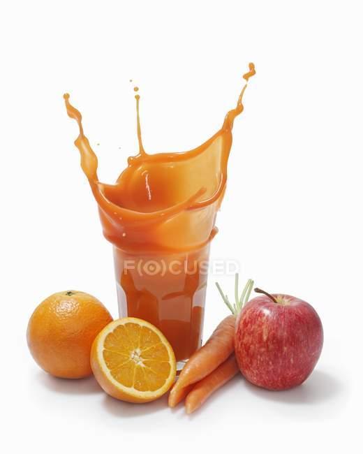 Respingo de suco de várias vitaminas — Fotografia de Stock