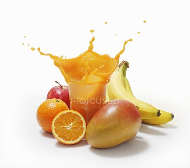 Spruzzata di succo di frutta in vetro — Foto stock