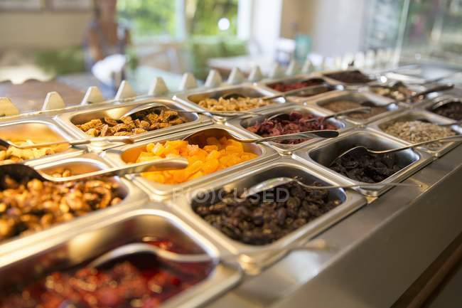Ingredienti di muesli a colazione a buffet — Foto stock