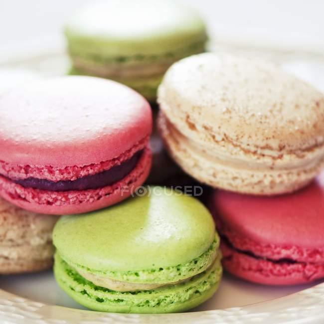 Macarrones multicolores - foto de stock