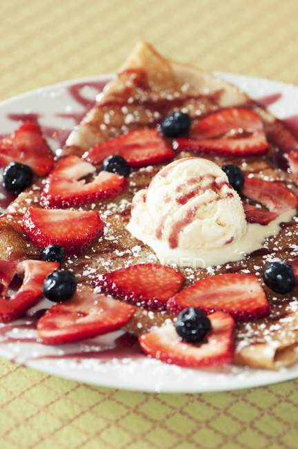 Crepe Topped with Fresh Strawberries — Stock Photo