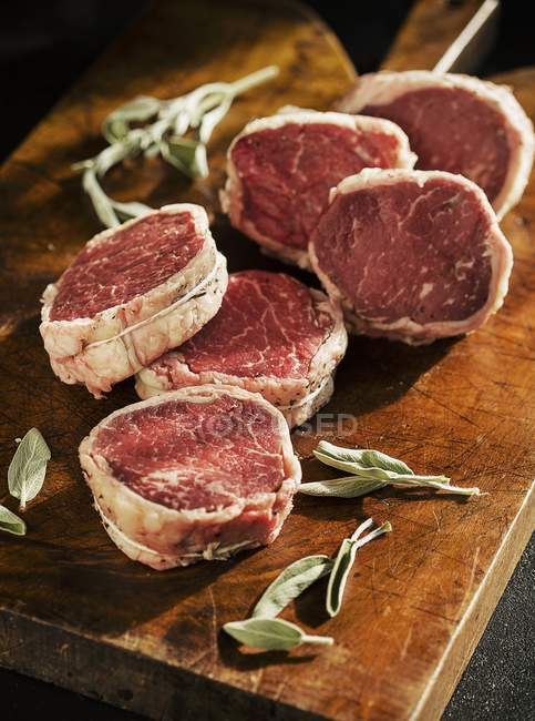 RAW Філе яловичини кульки в фісташках — стокове фото