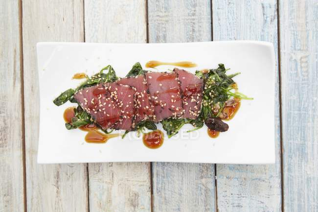 Thunfisch-Sashimi mit Sesam — Stockfoto